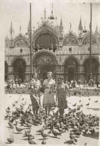 1939-07-22 Barb, Ann, Eva. St Mark's Basillica, Venice